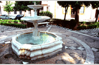 Fountain of la Plaza de las Duenas