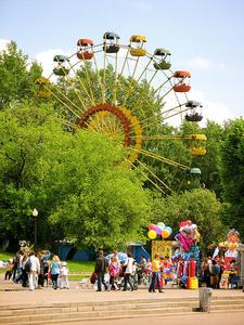 Gorky Park Moscow Ferris Wheel
