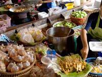 Wat Lampaya Floating Market