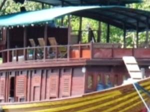 4 Days Kalimantan Jungle Cruise Photos